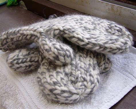 mitten pattern bulky yarn more super bulky mittens knit and crochet pinterest