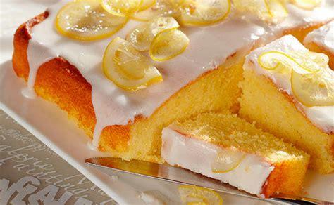 zuckerguss auf warmen oder kalten kuchen zitronenkuchen mit zuckerguss rezept gusto at