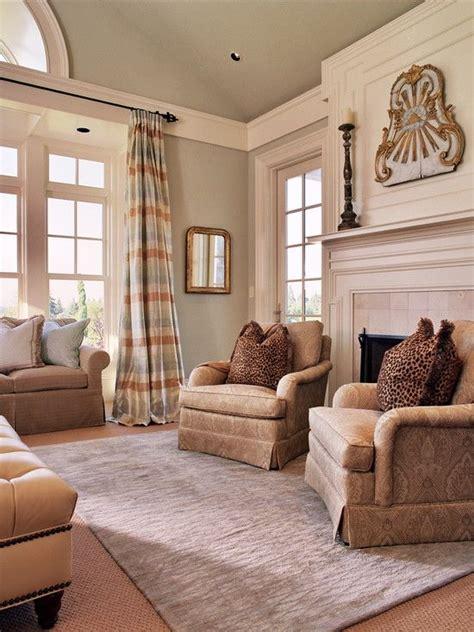 trim design  sunroom  seperate tall ceiling