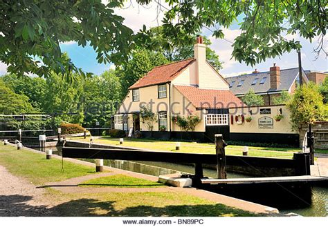 thames lock weybridge weybridge surrey stock photos weybridge surrey stock