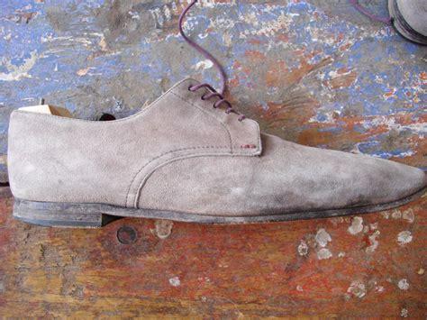 nettoyer canapé en daim nettoyer ses chaussures en daim nubuck et veau velours