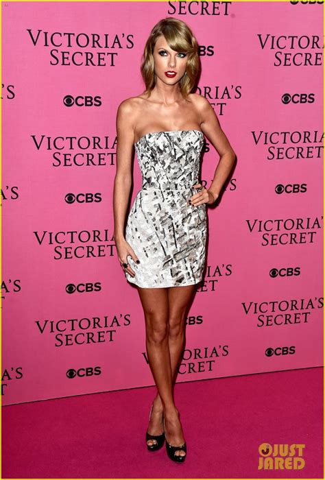 taylor swift style live victoria s secret taylor swift performs style for first time on tv watch