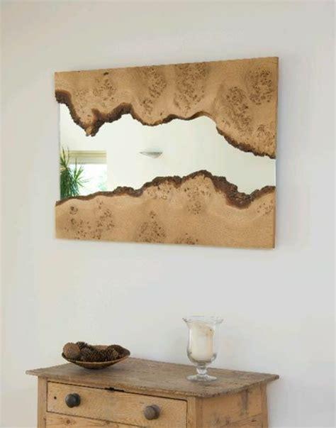 wand mit spiegel gestalten wandspiegel mit holzrahmen lassen die natur in den raum