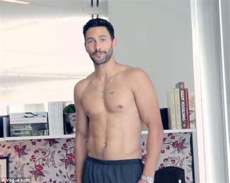 noah mills model instagram shirtless noah mills demonstrates exercises you can do in