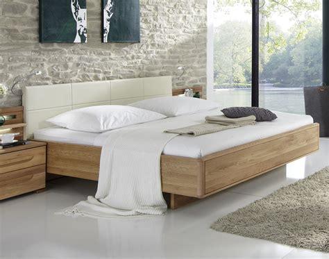 bett quertraverse design doppelbett aus eiche mit kunstleder kopfteil morley