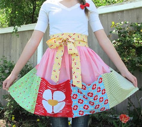 sewing bee apron aprons easy a and bees on pinterest