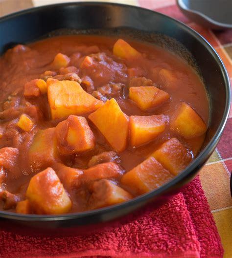 cucinare spezzatino con patate lo spezzatino in umido con le patate di roma