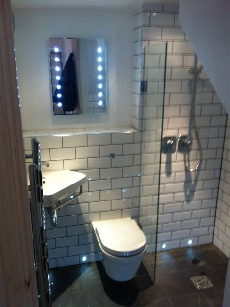 very tiny bathrooms 1000 ideas about very small bathroom on pinterest small