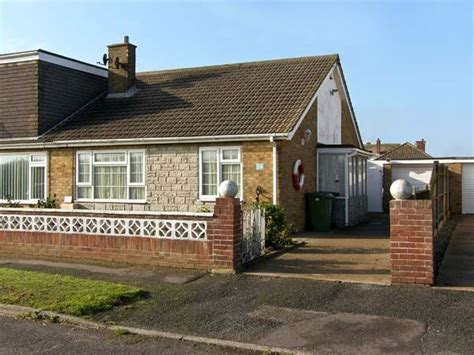 Cottages In Great Yarmouth by Cottage In Caister On Sea Great Yarmouth Norfolk