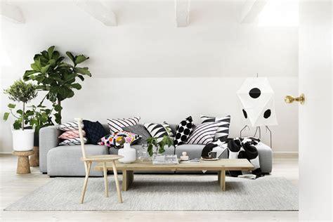 cuscini da divano divano grigio cuscini idee per il design della casa