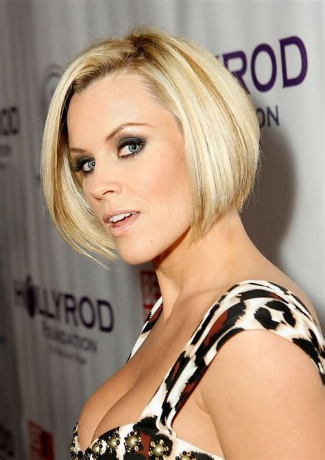actress with short stacked bobs haircuts celebrity stacked bob hairstyle jenny mccarthy s short