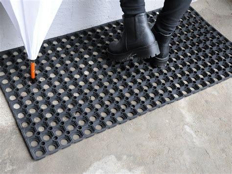 zerbino in gomma outlet gt zerbino di gomma forata multimisura tappeto su