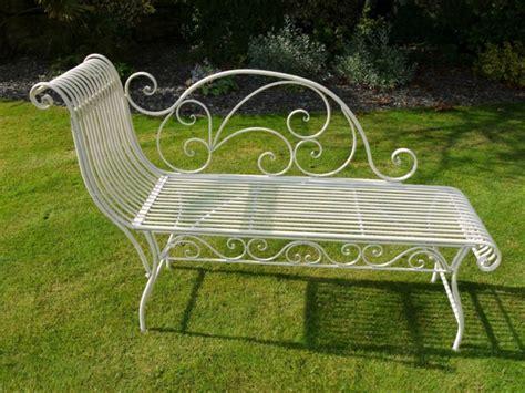 banc jardin blanc voici nos exemples pour un banc de jardin