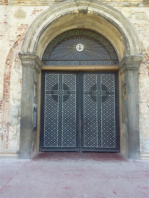 church front doors file front doors of paoay church jpg wikimedia commons