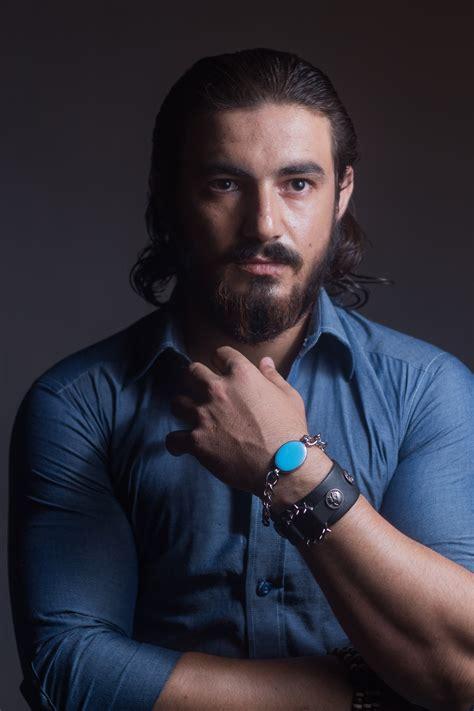other long haired dude on the voice estilos pelo largo hombre simple retrato de hombre con