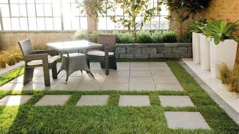 pavimento giardino economico pavimentazione giardino pavimento per esterni come