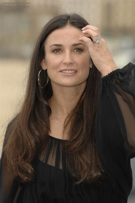 hairstyles for square face and long neck demi moore long center parted hairstyle for a square