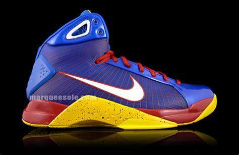nike basketball shoes 2009 nike hyperdunk blue sport maize sneakernews