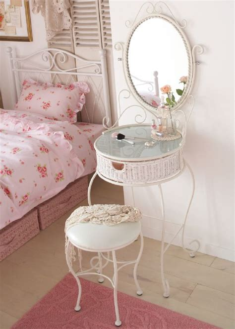 shabby chic bedroom vanity 158 best images about hierro on pinterest