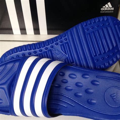 Sepatu Pria Adidas Putih Merah Biru 40 44 terjual sandal adidas pria wanita duramo slide carodas