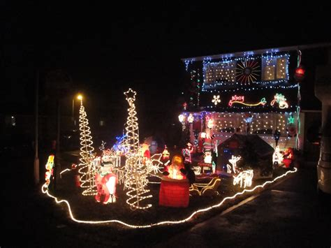 decorated christmas houses file newport furrlongs bottom house christmas decorations 2010 jpg wikimedia commons