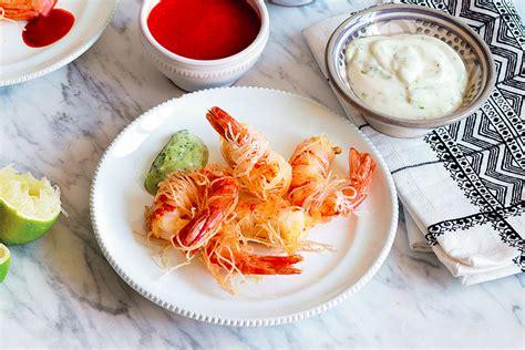 cucinare spaghetti di riso ricetta gamberi in crosta di spaghetti di riso la cucina