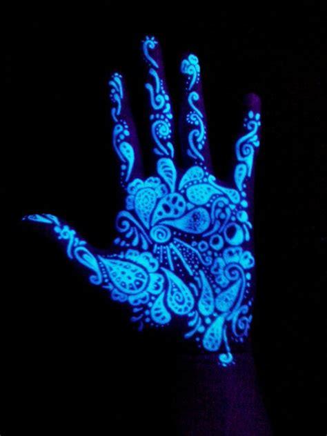 uv tattoo hand ist der schwarzlicht tattoo eigentlich gefahrlos