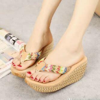 model sandal wedges pelangi terbaru desain modern cantik murah