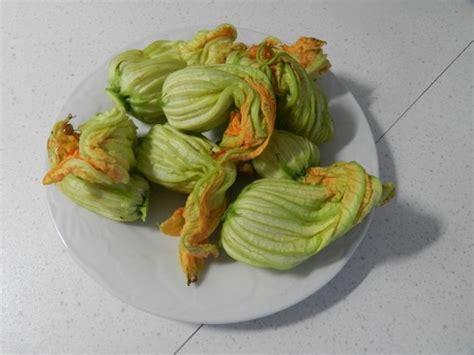 sugo con fiori di zucchine penne con fiori di zucchine e pomodorini