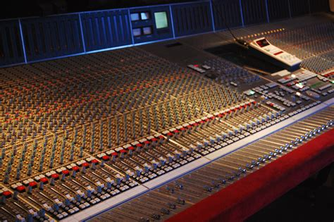 console wiki mixing console