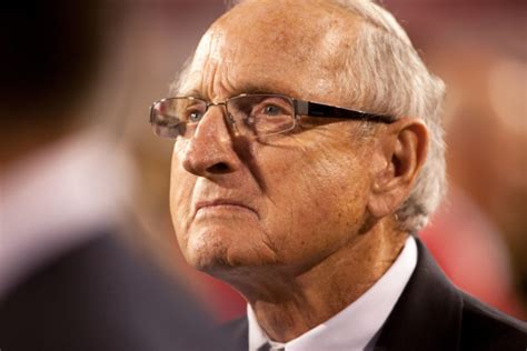 vince dooley inducted into marine corps sports hall of