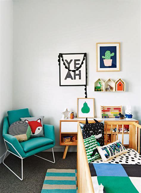 Halloween Decorations For The Home deco design chambre mur cadres lit bebe bois coussins