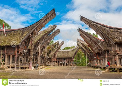 Toraja Maxy tongkonan houses traditional torajan buildings tana