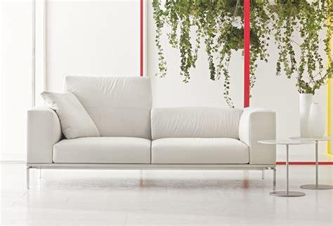 canapé contemporain poltrona frau galerie tourny actualit 233 s meubles et mobiliers de
