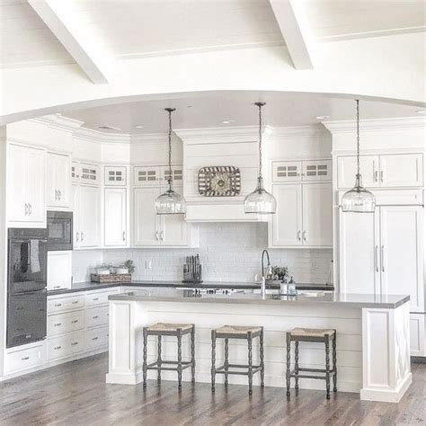 best white paint for kitchen cabinets benjamin 25 best ideas about white farmhouse kitchens on
