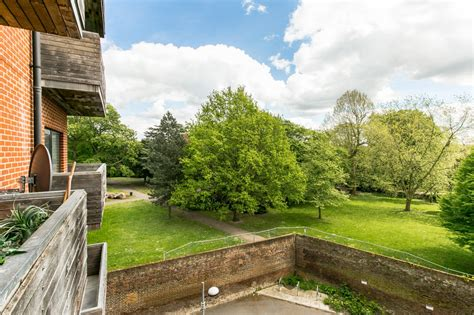 radnor house 2 bedroom flat for sale radnor house london road norbury sw16 163 299 950