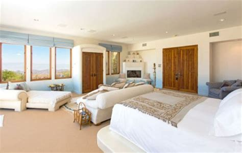 california bedrooms spend like a king patricia gucci s casa azzurra home