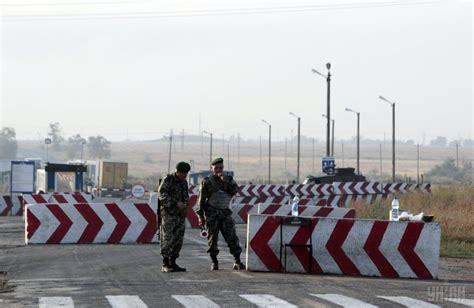 russians dismantle posts  crimea border checkpoints