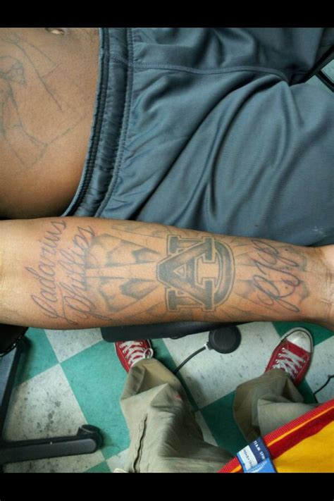 reuben foster auburn tattoo reuben foster adds to his au to turn it into a