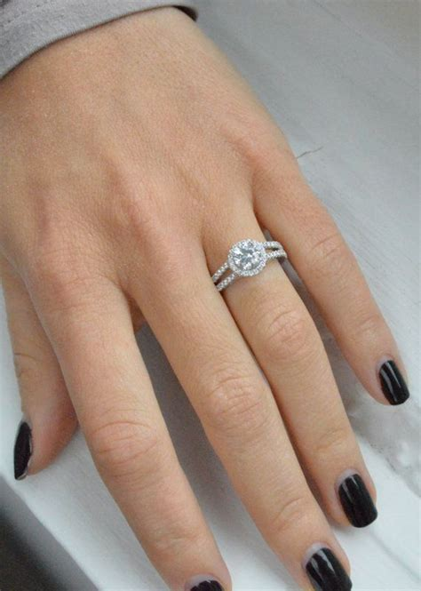 difference between a promise ring and an engagement ring
