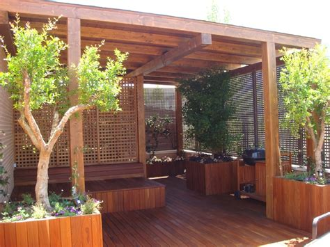 terraza en madera de ipe  pergola cerrada  decoracion