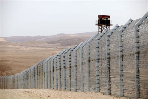 borders fences and walls state of insecurity border regions series books israel skeptical of the regime changes in the arab world