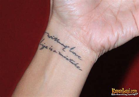 tato huruf jepang di tangan foto makna tato di nadi tangan kiri anggun hanya