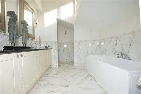 rivestimenti bagni in marmo foto rivestimento bagno in calacatta di zanco marmi di