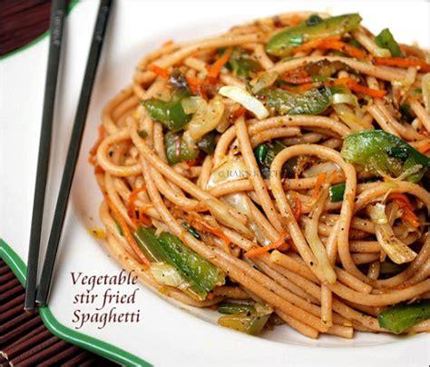 spaghetti noodles recipe vegetarian recipe of pasta in urdu by chef zakir in salad with