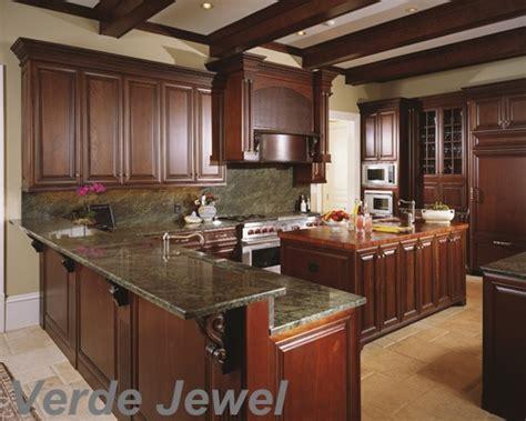 mahogany kitchen cabinets with granite countertops 22 best kitchens images on pinterest calcatta quartz