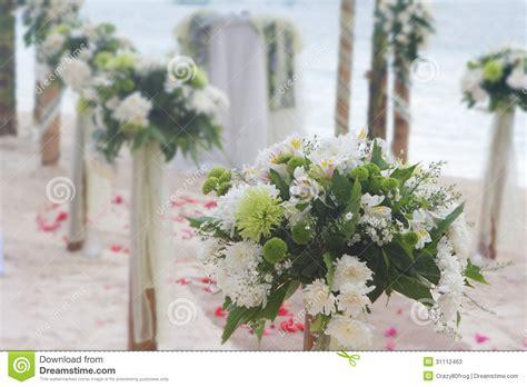 hochzeitsfeier dekorieren wedding flower arch post and decoration on stock