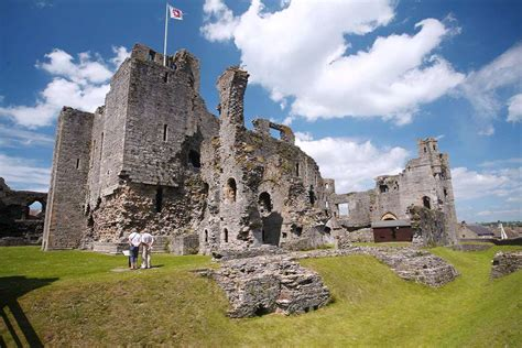 historical castles famous castles in uk pictures to pin on pinterest pinsdaddy