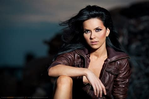 inna husband inna hot new peak at 6 on uk singles chart and tops the