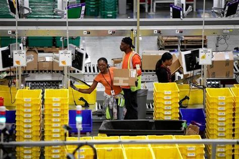 amazon to deliver on sundays under new scheme launching in u s postal service to deliver amazon packages on sundays